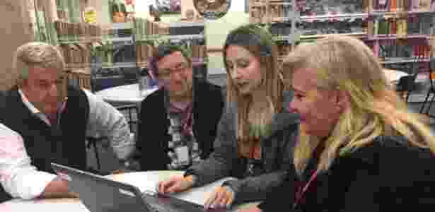 'É um termômetro sobre o que precisa ser aprimorado ou corrigido no conteúdo', diz a diretora Ana Maria Tonon (à direita, com a equipe pedagógica do Centro Educacional Sesi 415) - BBC Brasil - BBC Brasil
