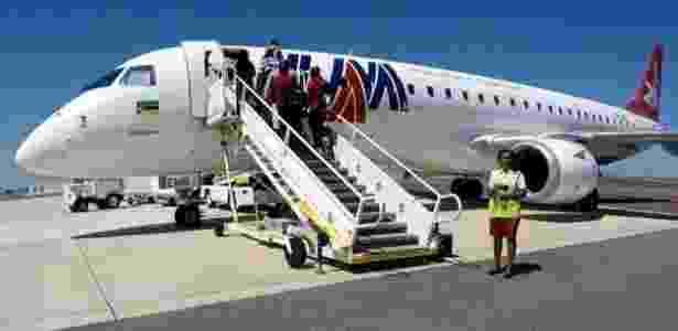 Aeronave Embraer 190 faz a única rota comercial do Aeroporto de Nacala; empresa admitiu ter pagado propina para fechar a venda - Amanda Rossi/BBC Brasil - Amanda Rossi/BBC Brasil