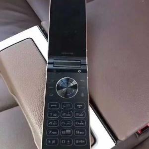 """Celular """"flip"""" e com teclado físico foi lançado pela Samsung"""