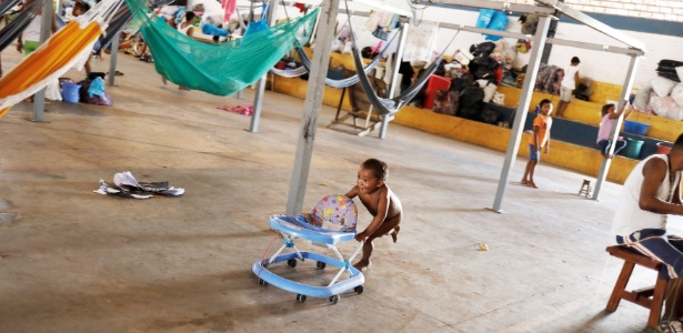 Crianças venezuelanas brincam em abrigo montado em Boa Vista - REUTERS