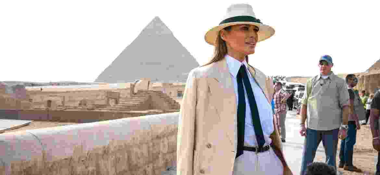 A primeira-dama dos EUA, Melania Trump, visita as pirâmides egípcias, no Cairo, durante sua viagem de sete dias à África - Doug Mills/The New York Times