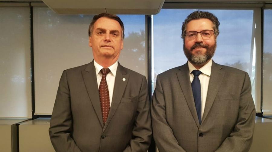 Bolsonaro escolheu Ernesto Araújo, um diplomata pró-Trump, para o Itamaraty - Reprodução