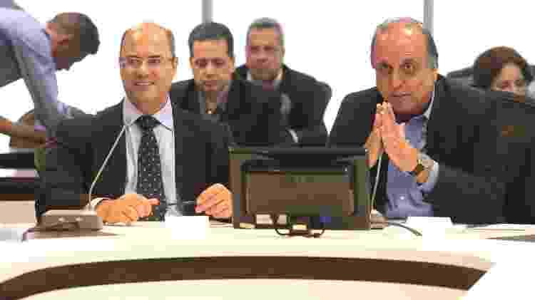 Witzel (à esq.) e Luiz Fernando Pezão (à dir.) em reunião de transição de governo - Carlos Magno / Governo do Rio de Janeiro