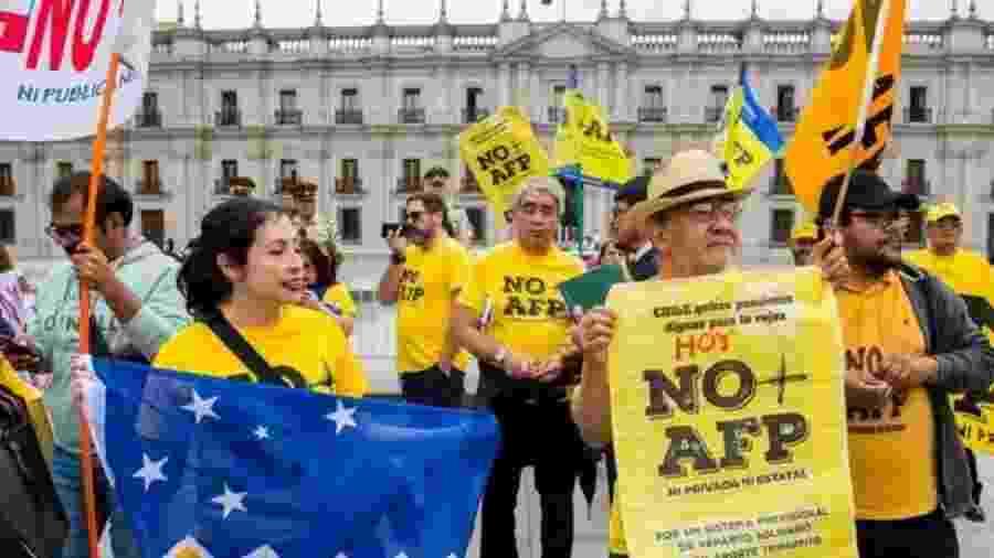 Desequilíbrios no sistema de aposentadorias motivaram diversos protestos no Chile - AFP