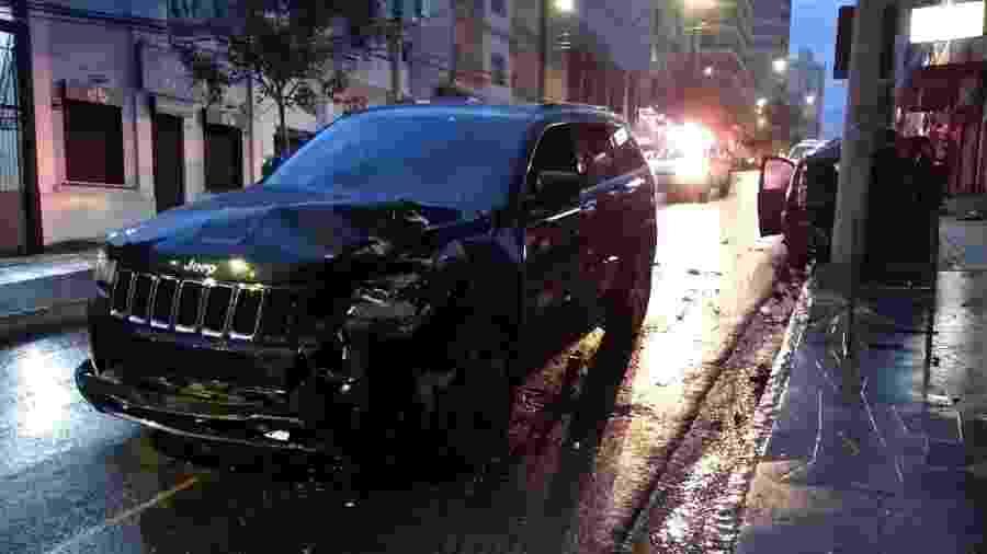 Jeep Cherokee danificada após motorista atropelar quatro pessoas em Passo Fundo (RS) - Leandro Vesoloski/Uirapuru/Divulgação