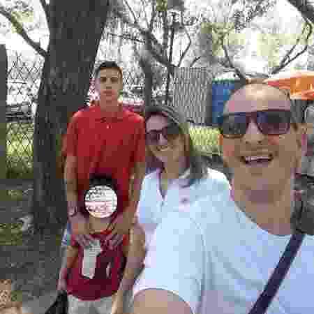 Rafael Zanetti Silva, (d), a esposa dele, Fabiana, e o filho do casal, Gabriel, que morreram após uma discussão de trânsito em Porto Alegre - Arquivo pessoal