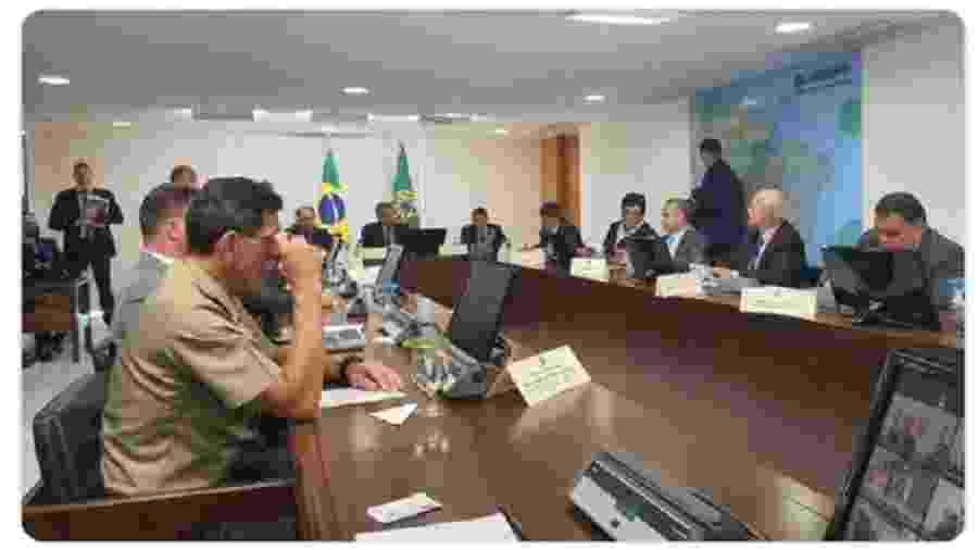 Foto publicada na conta do Twitter do presidente Jair Bolsonaro registrando a reunião com governadores - reprodução Twitter