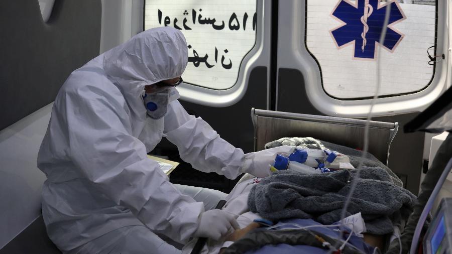 Agente de saúde transfere paciente infectado por novo coronavírus no Irã - WANA NEWS AGENCY