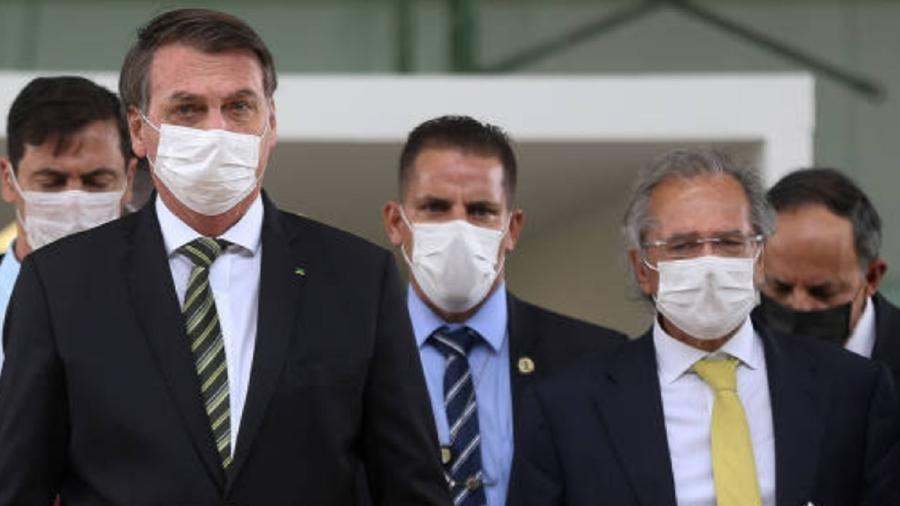 Bolsonaro e Guedes de máscara - Pedro Ladeira/Folhapress