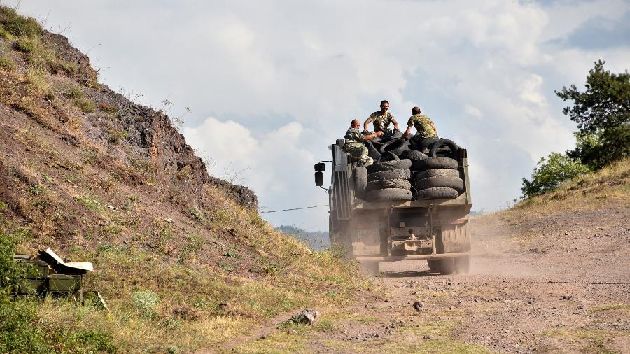 Conflitos entre Armênia e Azerbaijão já registram 16 mortes - KAREN MINASYAN/AFP