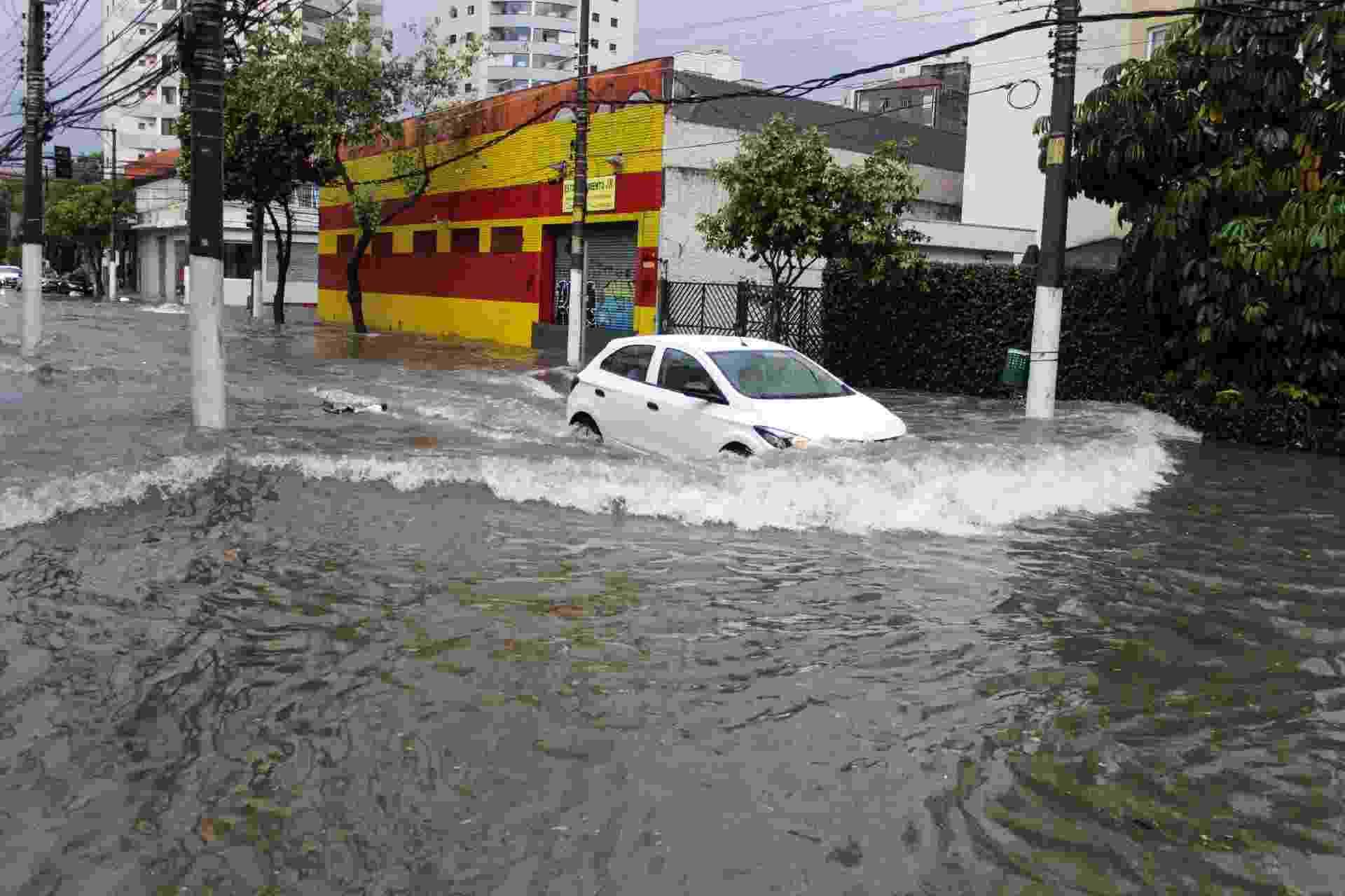 25.out.2020 - Chuva forte causa alagamentos no bairro do Cambuci, região Central de São Paulo - ANANDA MIGLIANO/O FOTOGRÁFICO/ESTADÃO CONTEÚDO