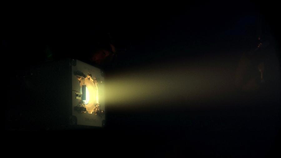 Ilustração da startup ThrustMe mostra propulsor ativando propelente de iodo; solução pode auxiliar a facilitar volta de satélites à Terra - ThrustMe