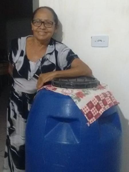 Soneide Mariano mora em comunidade quilombola em Pernambuco e sonha com uma cisterna para guardar água; por enquanto, ela se vira com um tambor - Arquivo pessoal