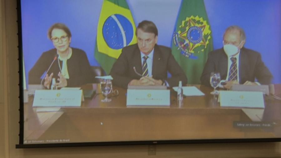 20.abr.2021 - O presidente Jair Bolsonaro, a ministra Tereza Cristina (Agricultura) e Paulo Guedes (Economia) participam de reunião com empresários - Everton Amaro/Divulgação/Fiesp