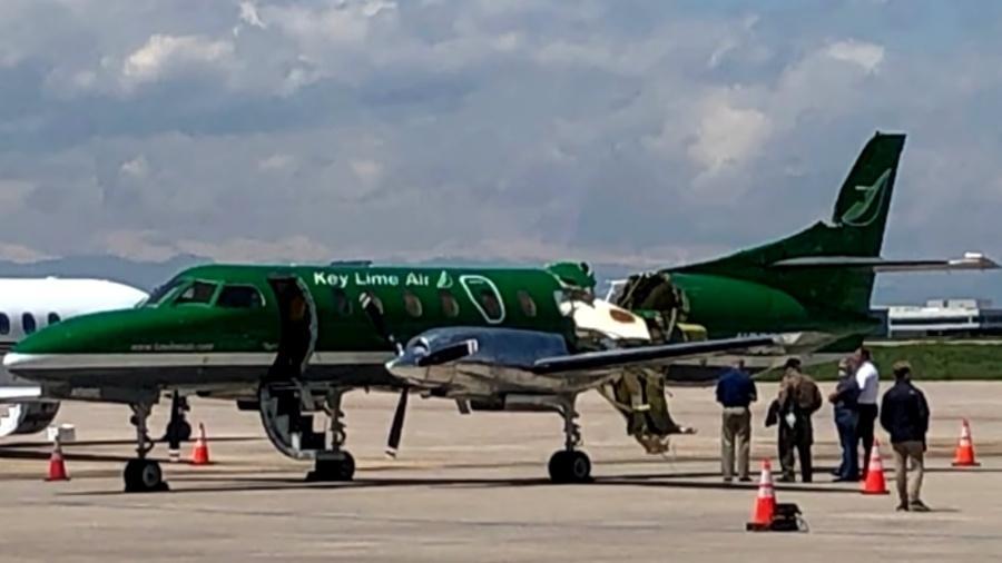 Fuselagem do avião Fairchild Swearingen Metroliner ficou aberta após colisão com outro avião, em Denver (EUA), em maio de 2021 - Reprodução/CBS