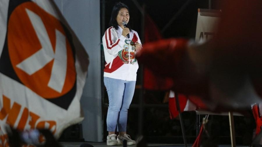 19.jun.2021 - A candidata de direita Keiko Fujimori discursa para apoiadores em Lima, no Peru - Janine Costa/AFP