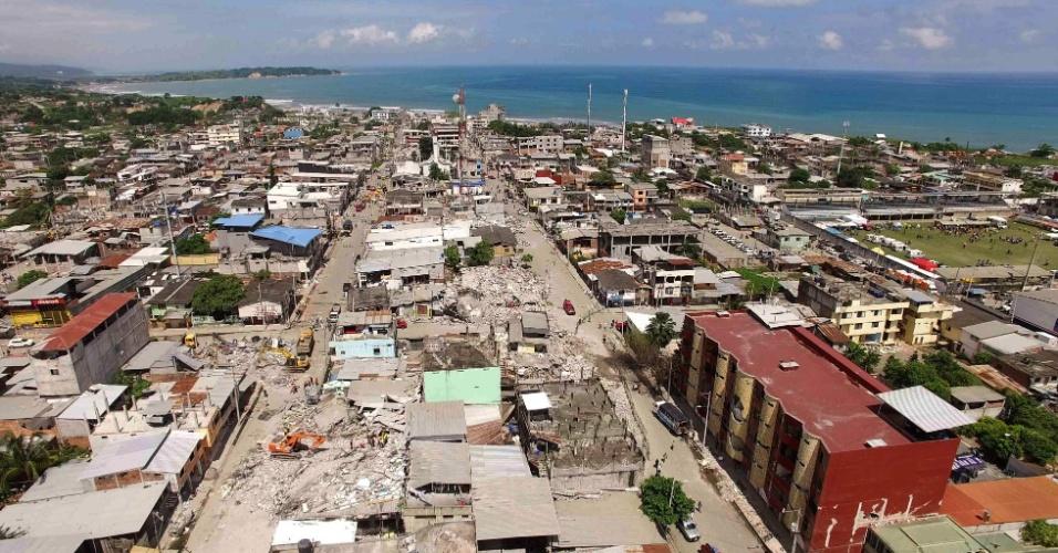 Imagem aérea mostra a destruição na cidade de Pedernales