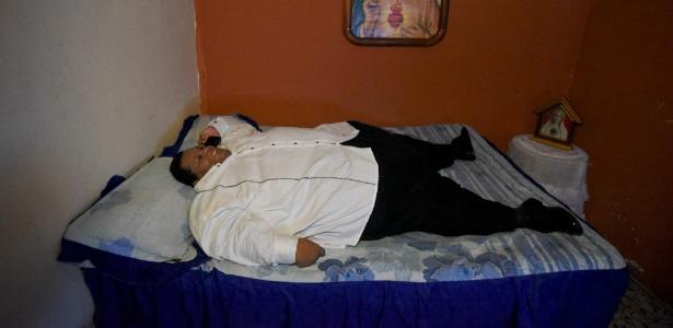 Oscar Vasquez Morales, 44, é considerado o homem mais pesado da Colômbia