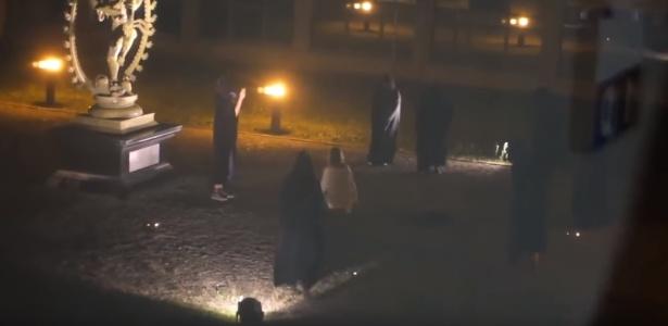Vídeo mostra um suposto sacrifício no CERN em um culto realizado à noite