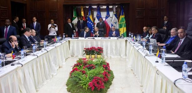 Membros do governo e oposicionistas se encontram em Santo Domingo
