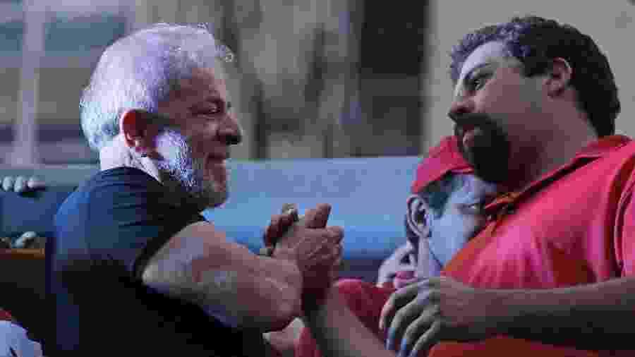 O PT, que tem o ex-presidente Lula (esq.) como sua principal liderança, apoia Boulos na disputa paulistana - 24.jan.2018 - Nelson Antoine/UOL