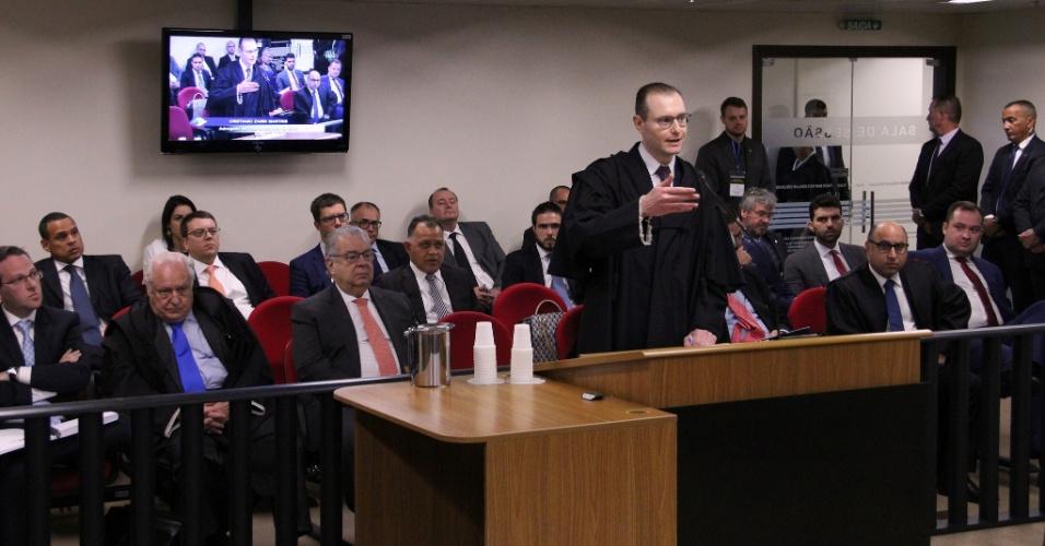 Cristiano Zanin, advogado de Lula, durante julgamento do ex-presidente na 8ª Turma do Tribunal Regional Federal da 4ª Turma, em Porto Alegre