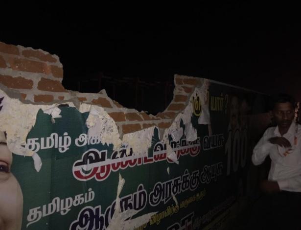 Muro atingido pelo avião no aeroporto internacional de Tiruchirappalli, em Tamil Nadu