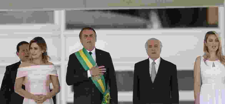 Michelle Bolsonaro, Jair Bolsonaro, Michel Temer e Marcela Temer durante execução do Hino Nacional no Palácio do Planalto - Pedro Ladeira/Folhapress