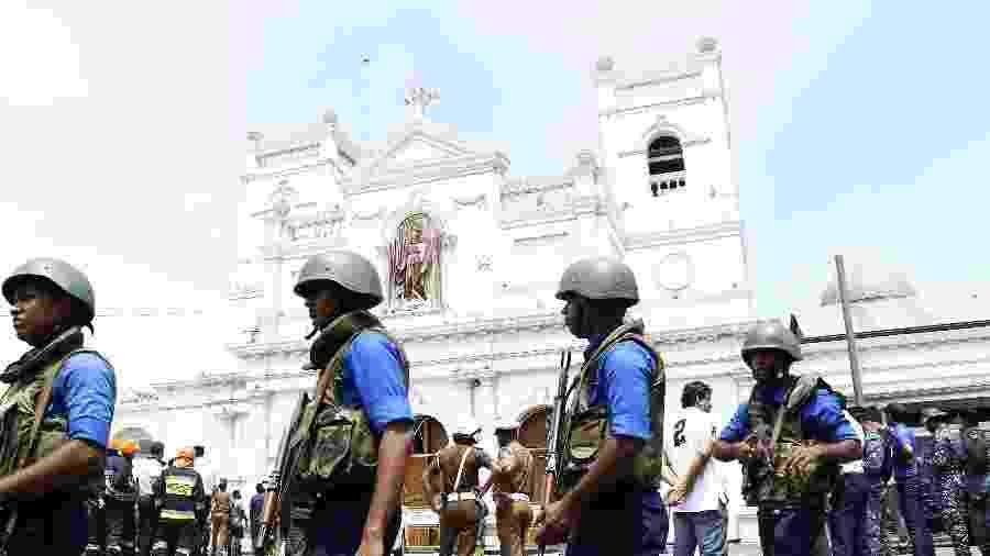21.abr.2019 - Militares fazem a segurança da Igreja de Santo Antônio, onde ocorreu uma explosão em Colombo, capital do Sri Lanka - A.Hapuarachchi/Xinhua