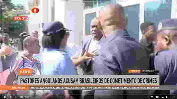 Houve tumulto em frente a um templo da Universal em Angola quando pastores tentaram entrar para ler um manifesto contra líderes brasileiros - Reprodução/TPA - Reprodução/TPA