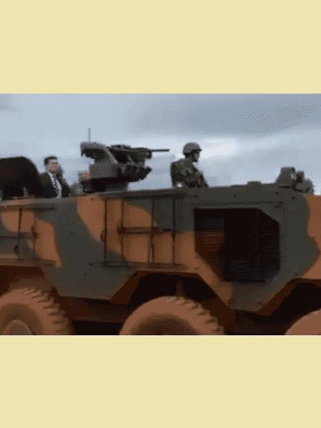 O ministro Sergio Moro foi até a Papuda num tanque de guerra - reprodução