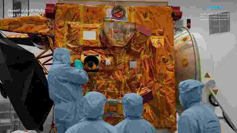 """Astrônomos trabalham na sonda chamada """"Al Amal"""" (Esperança), que deve proporcionar uma imagem completa da dinâmica da temperatura na atmosfera  - Divulgação"""