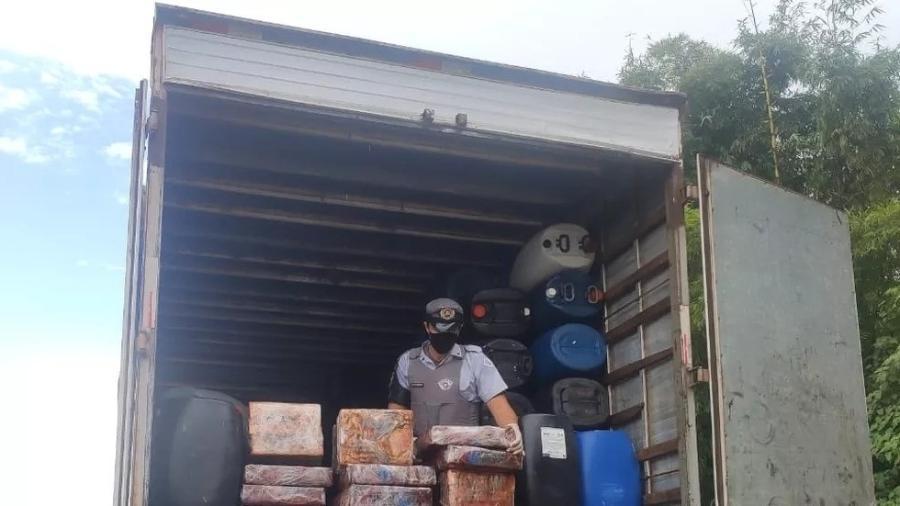 Polícia apreende 4 toneladas de maconha em caminhão que transportava álcool 70% em Rancharia (SP) - Divulgação/Policia Rodoviária Estadual