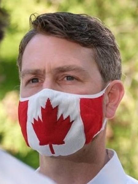 William Amos foi flagrado urindo em sessão do parlamento canadense - Reprodução/Twitter