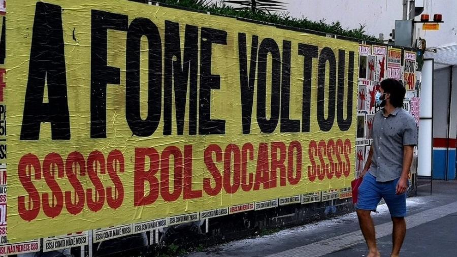 """""""A fome voltou"""", diz cartaz de protesto na Avenida Paulista, em São Paulo - Roberto Parizotti/Fotos Públicas"""
