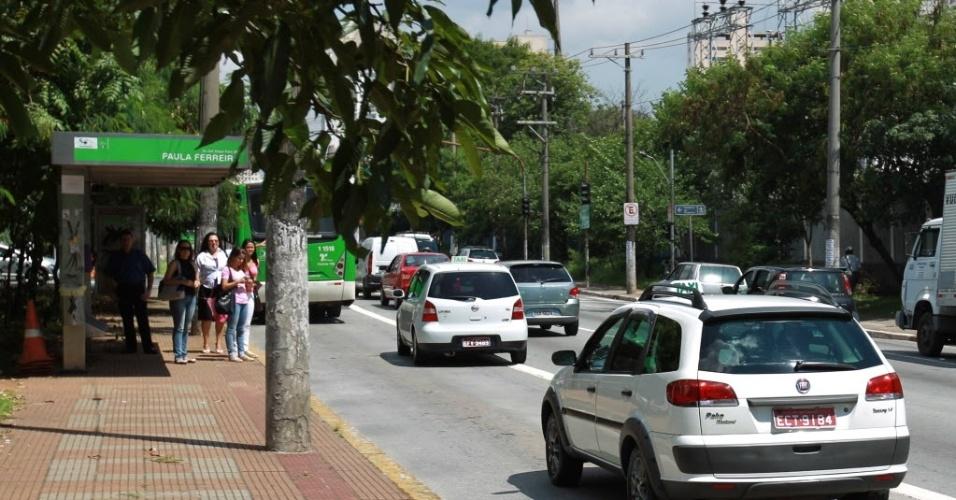 A avenida Edgar Facó, na zona norte de São Paulo, acompanha o traçado do ribeirão Verde
