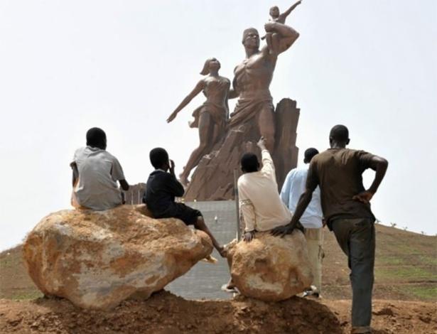 O Monumento ao Renascimento Africano é considerado uma das maiores obras já feitas pelo estúdio Mansudae