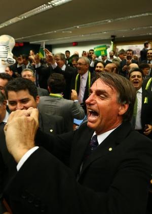 Deputado federal Jair Bolsonaro (PSC-RJ) comemora a aprovação do relatório da comissão especial do impeachment - Dida Sampaio/Estadão Conteúdo