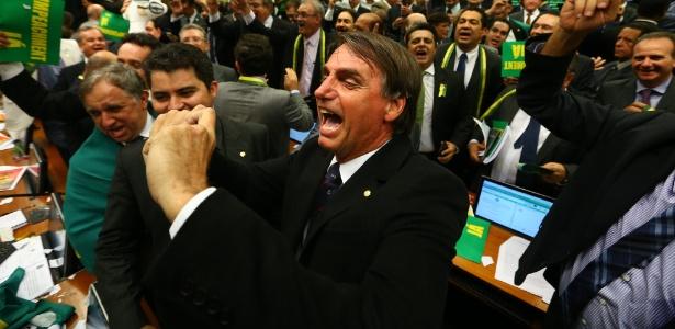 """OAB-RJ vai ao STF pedir cassação de Bolsonaro por """"apologia à tortura"""""""