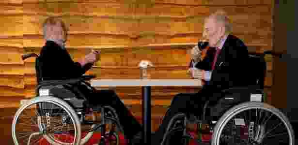 Paulus and Pieter Langerock, os irmãos gêmeos mais velhos do mundo, celebram 103º aniversários deles, em Sint-Martens-Latem, na Bélgica - Reuters - Reuters