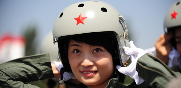 Yu Xu se tornou uma das 16 primeiras mulheres da China a pilotar caças