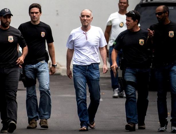 O empresário Eike Batista é levado à sede da Polícia Federal, no Rio de Janeiro