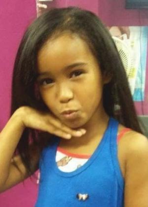 Fernanda Pinheiro, 7, foi atingida por uma bala perdida no tórax enquanto brincava no terraço de sua casa