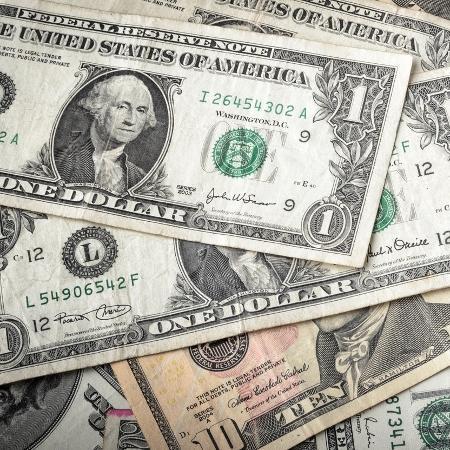 Valor do dólar divulgado diariamente se refere ao dólar comercial; para turistas, esse valor sempre é maior - Getty Images/iStockphoto