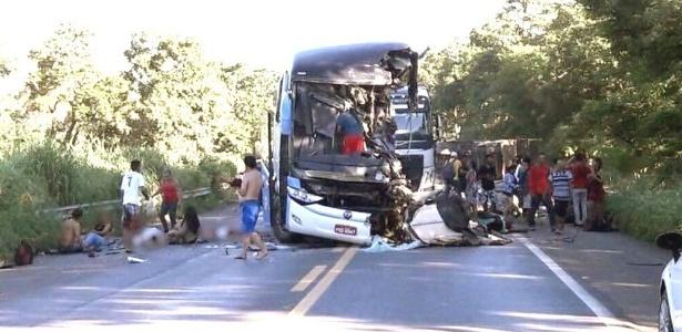 O ônibus da empresa Expresso Guanabara saiu de Cajazeiras, na Paraíba, com destino a Goiânia, em Goiás, quando se envolveu em um acidente com uma carreta desgovernada