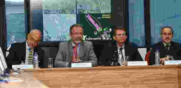 O ministro da Segurança Pública, Raul Jungmann, e o ministro interino da Defesa, Joaquim Silva e Luna (terceiro, da esq. para a dir.) - Ascom/Ministério da Defesa
