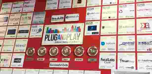 Entrada é recheada de placas com empresas que passaram pela Plug and Play e foram compradas por gigantes - Gabriel Francisco Ribeiro/UOL