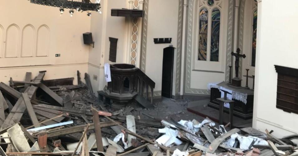 3.mai.2018 - Interior da igreja vizinha ao desabamento do edifício Wilton Paes de Almeida, no centro de São Paulo
