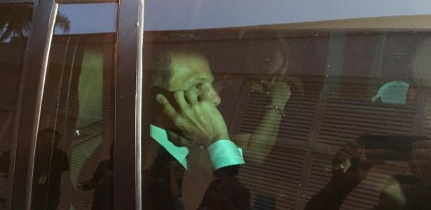 12.out.2018 - O candidato do PSDB João Doria chega à casa em que a equipe de Bolsonaro tem gravado os programas do horário eleitoral, no Rio