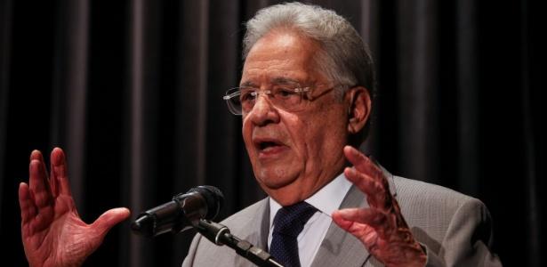 17.out.2018 - FHC durante discurso na zona oeste de São Paulo